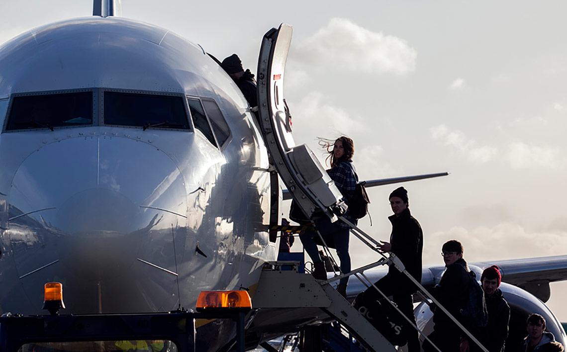 passengers-boardingf619478b73386836b47fff0000600727